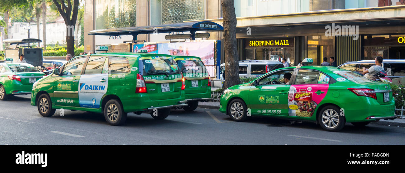 Green Mai Linh taxicabs in Ho Chi Minh City, Vietnam. - Stock Image