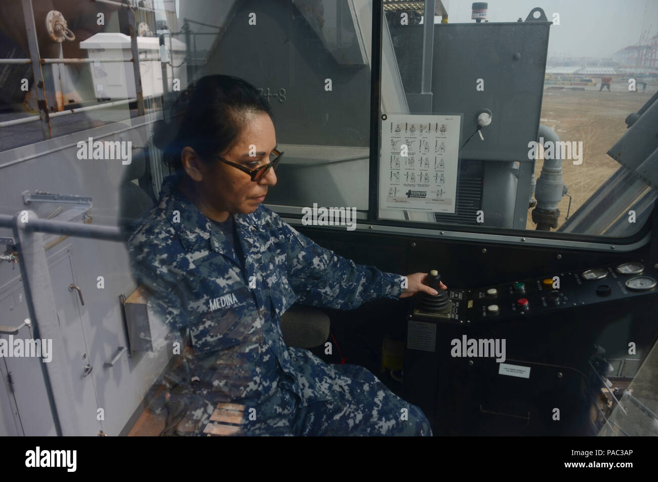 160307-N-WJ640-042 GWANGYANG, South Korea—Logistics Specialist 3rd Class Elena Medina, reserve-component Sailor from New York City, operates a shipboard crane for training on board dry cargo/ammunition ship USNS Sacagawea (T-AKE 2), March 7. The Sacagawea was one of three MPF ships that offloaded her cargo in support of Exercise Ssang Yong 16 (SY16), under the Exercise Freedom Banner 2016 (FB16) directive. Freedom Banner 2016, a Navy and Marine Corps deployment and offload/backload exercise that is nestled within SY16, brought multiple commands together to offload Maritime Prepositioning Force Stock Photo