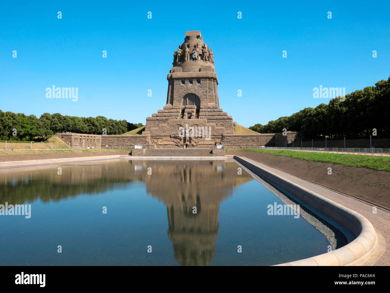 Völkerschlachtdenkmal with the lake of tears around the fallen soldiers, Leipzig, Saxony, Germany - Stock Image