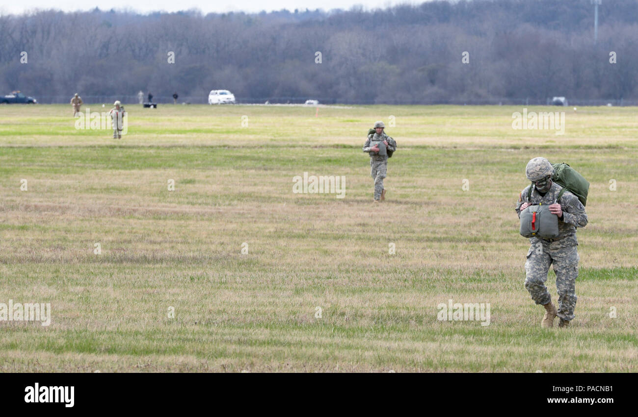 new style 924f7 57548 Soldiers with the U.S. Army Reserve's 412th Civil Affairs ...