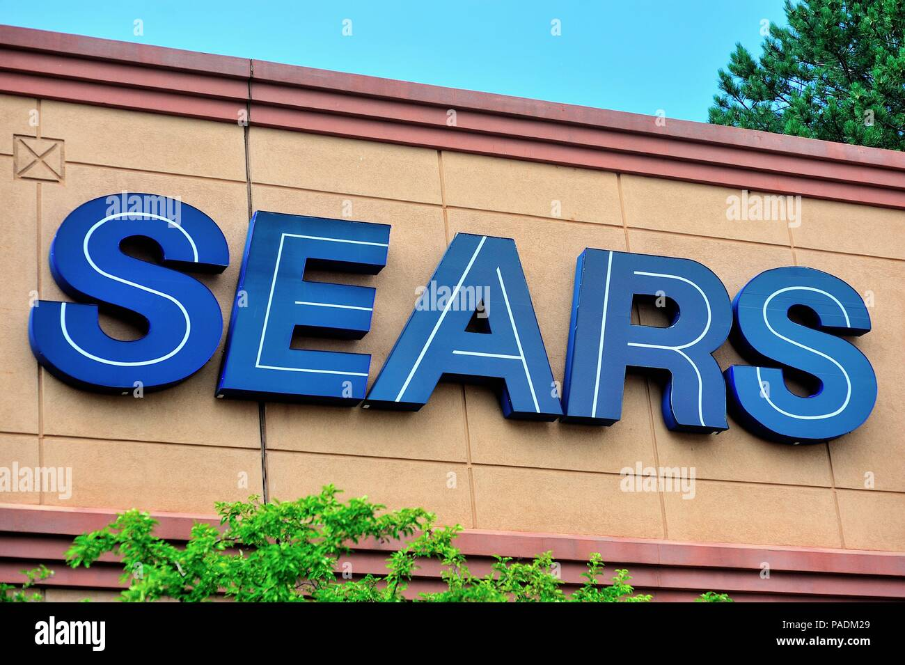 Bloomingdale, Illinois, USA. A Sears sgin on the side of a store at a suburban Chicago shopping mall. - Stock Image