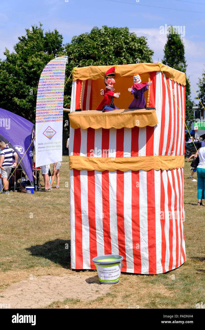 Punch and Judy show entertaining the children at Ferring village fete - Stock Image