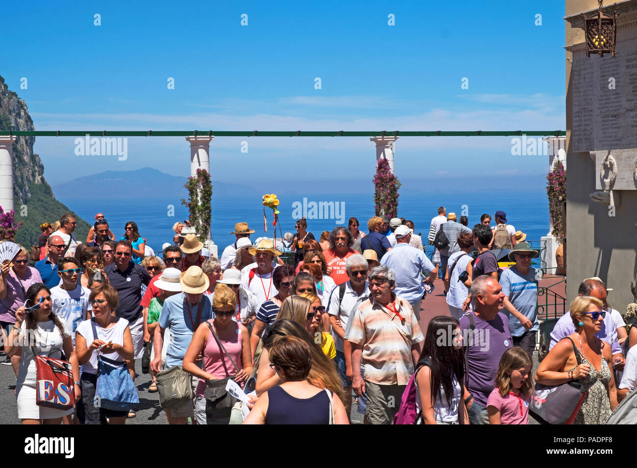 crowds of visitors tourists on the ilsand of capri, italy. - Stock Image
