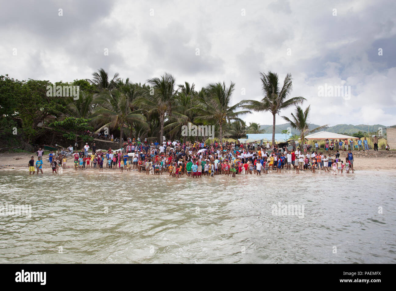 Leti Islanders gather on the beach to bid farewell - Stock Image