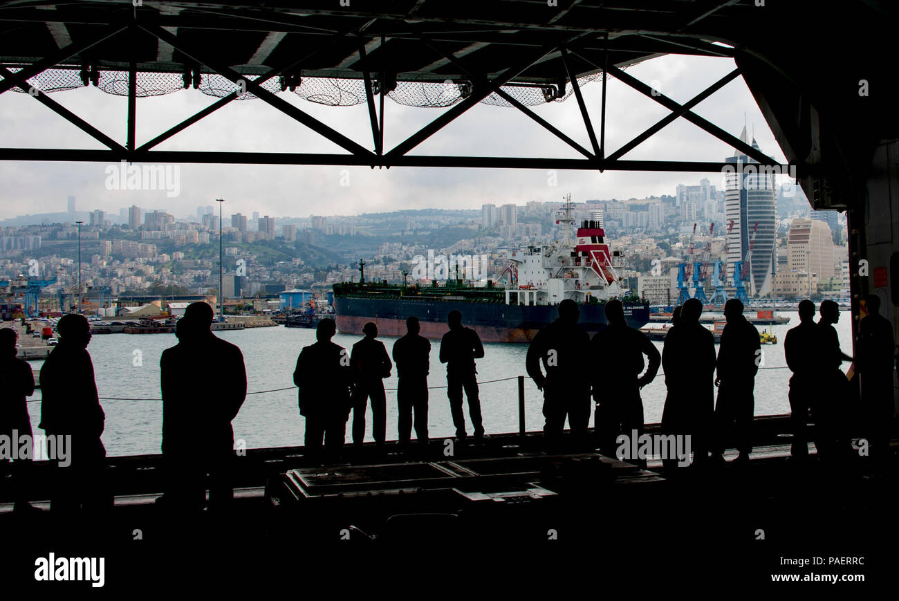HAIFA, Israel (March 14, 2018) Sailors and Marines view Haifa, Israel, as the Wasp-class amphibious assault ship USS Iwo Jima (LHD 7) pulls into port, March 14, 2018. Iwo Jima, homeported in Mayport, Florida, is conducting naval operations in the U.S. 6th Fleet area of operations. Stock Photo