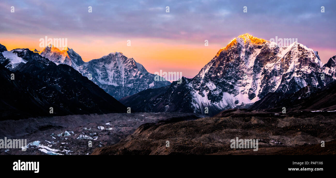 Incredible sunrise from Kala Patthar 5am - Stock Image
