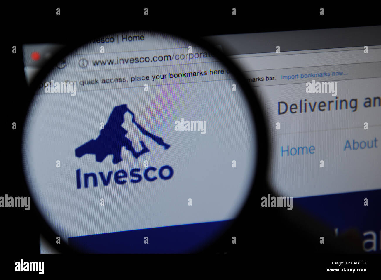 The Invesco website seen through a magnifying glass - Stock Image