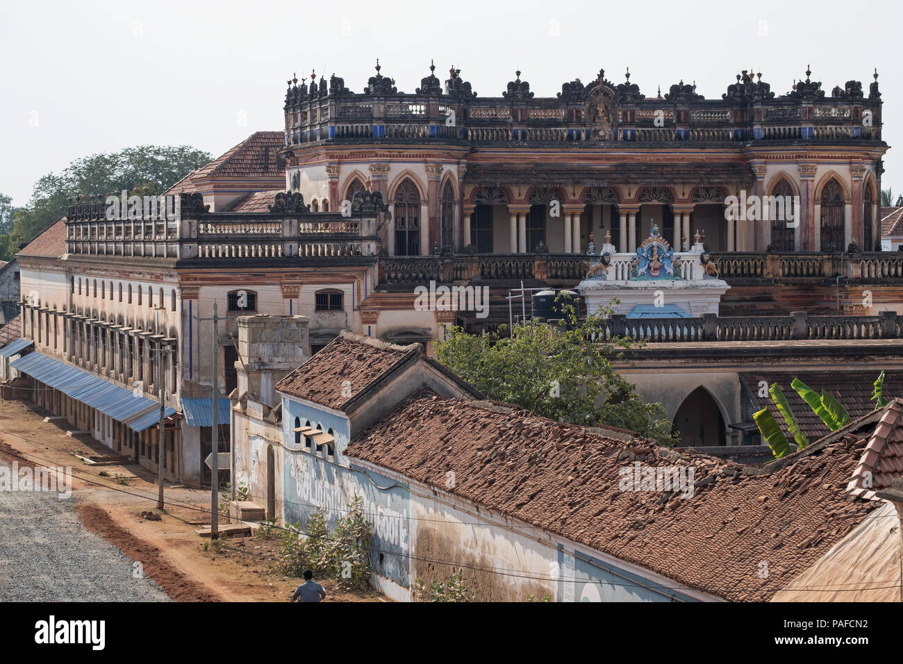 Street view at Kanadukathan in the Chettinad region of Tamil Nadu, India. The area is known for its mansions, many of them now unoccupied - Stock Image