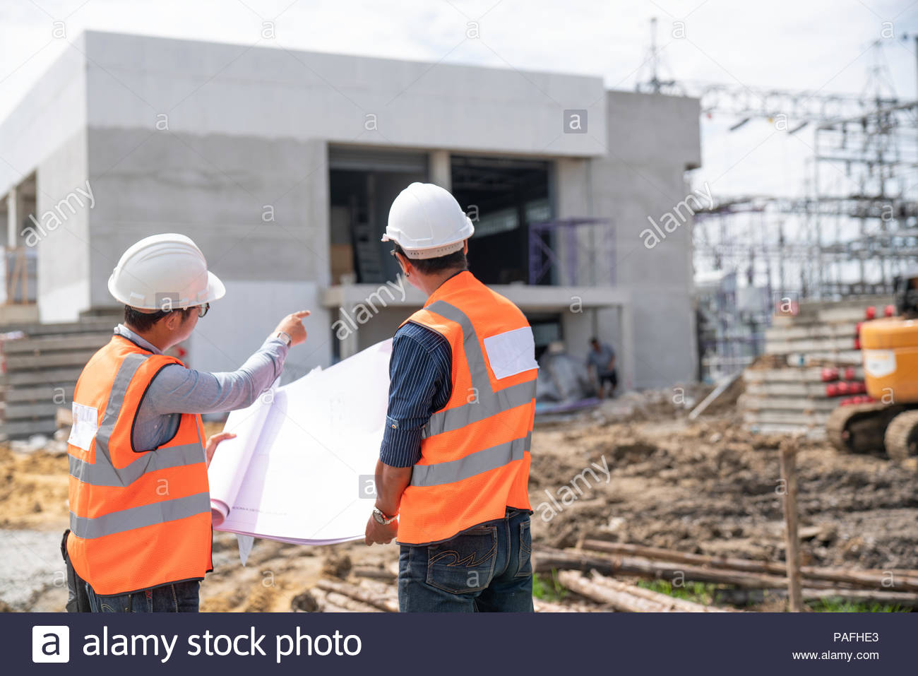 fdfff733e2b Construction engineers discussion with architects at construction site -  Stock Image