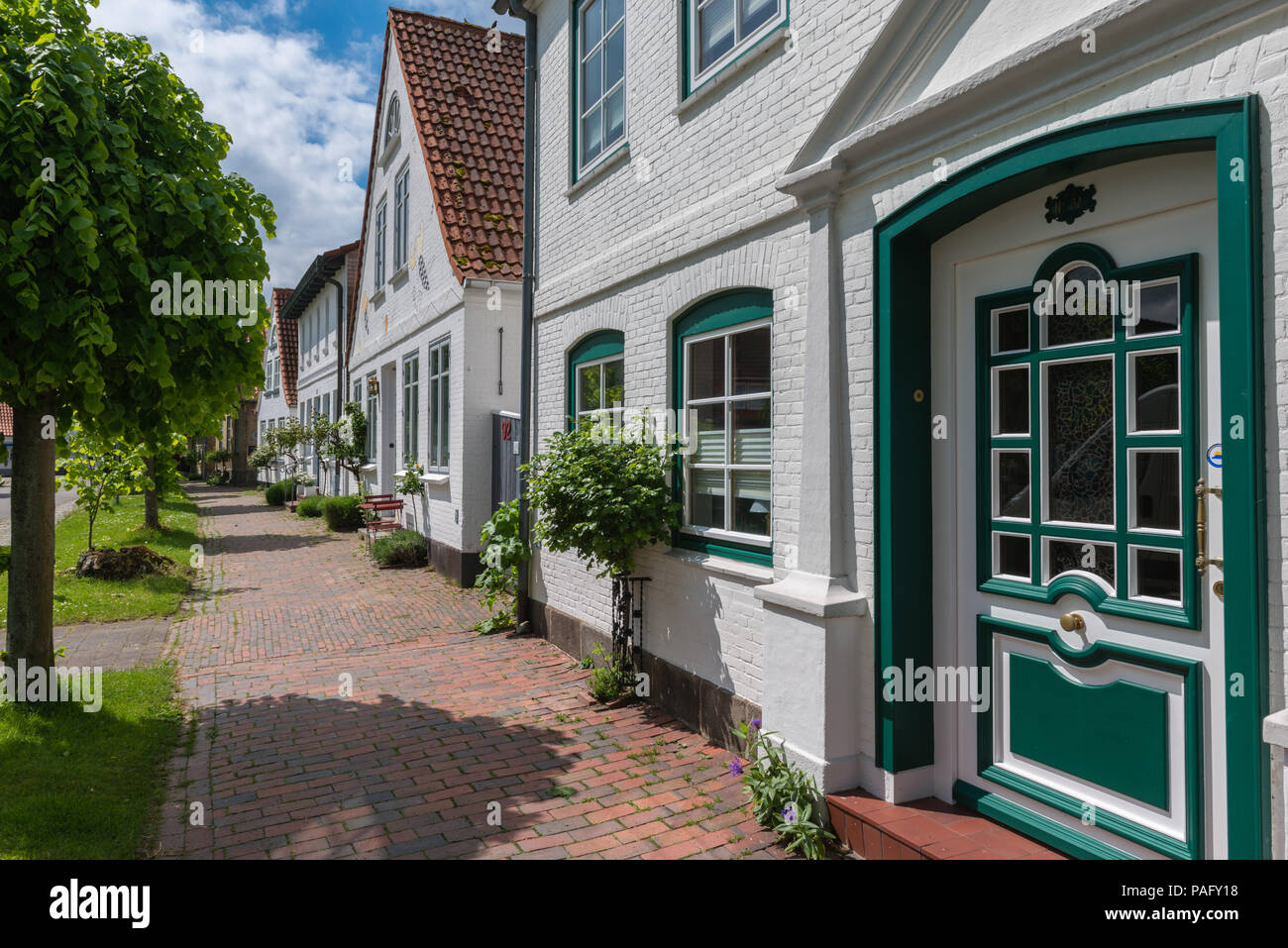 Houses in Lange Strasse, the only street in the smallest town of Germany, Arnis, Schlei, Angeln,  Schleswig-Holstein, Deutschland, Germany - Stock Image