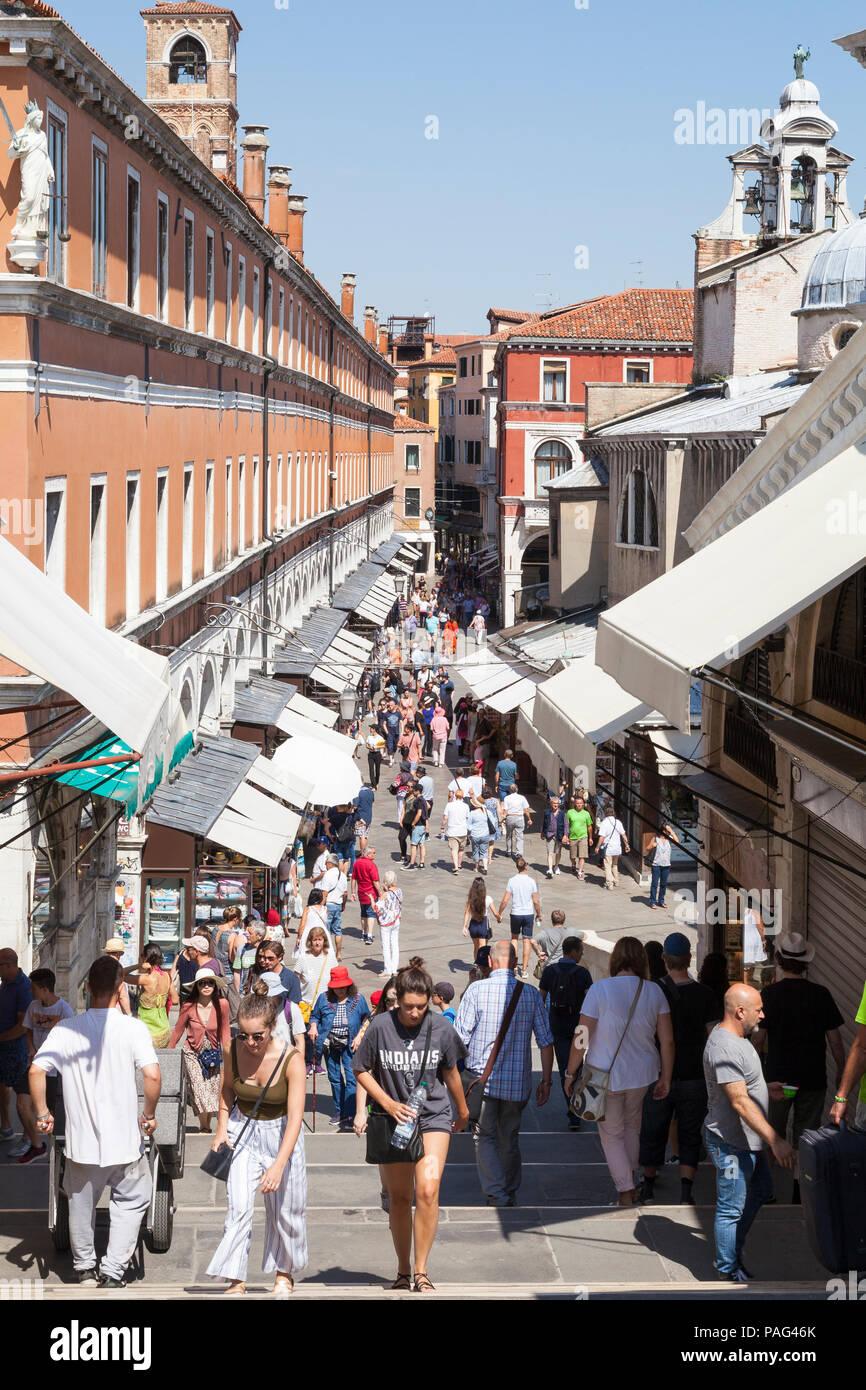 Tourists shopping at Rialto Mercato in the souvenir shops, San Polo, Venice, Veneto, Italy - Stock Image