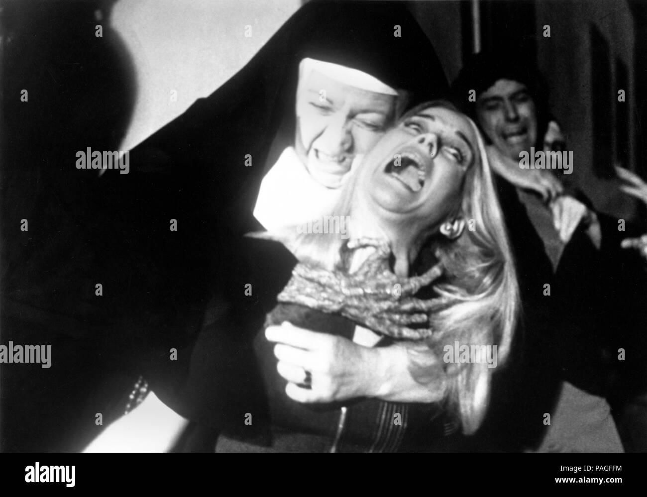 End of the World, aka: Das Ende der Welt, USA 1977, Regie: John Hayes, Darsteller: Sue Lyon (rechts) Stock Photo