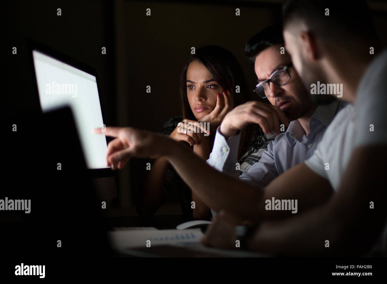 employees discussing business problems - Stock Image