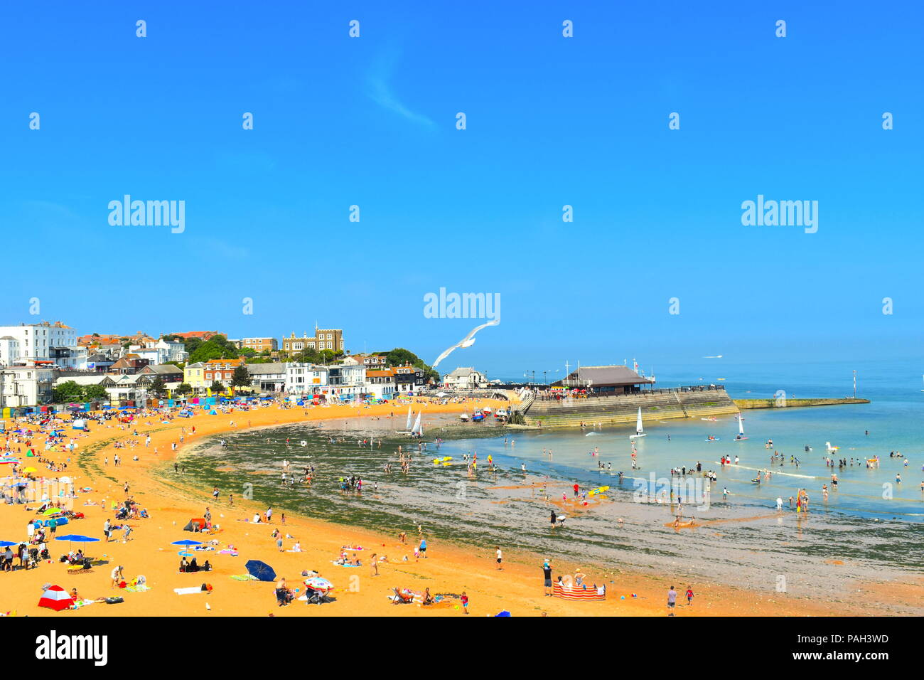 Viking bay beach, tourists and locals during summer heatwave, Broadstairs, Kent, UK, July, 2018 Stock Photo