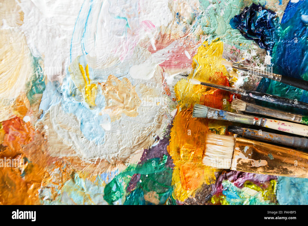Oil paint and paint brush on a palette, abstract art texture, colorful, modern artwork strokes of paint, brushstrokes, modern art, contemporary, artistic - Stock Image