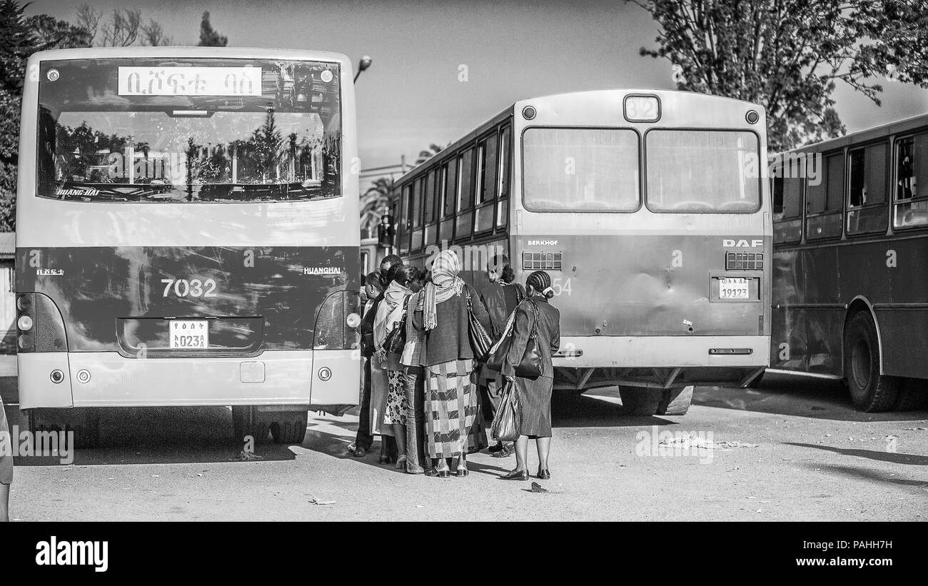 OMO, ETHIOPIA - SEPTEMBER 21, 2011: Unidentified Ethiopian people at the bus stop. People in Ethiopia suffer of poverty due to the unstable situation - Stock Image