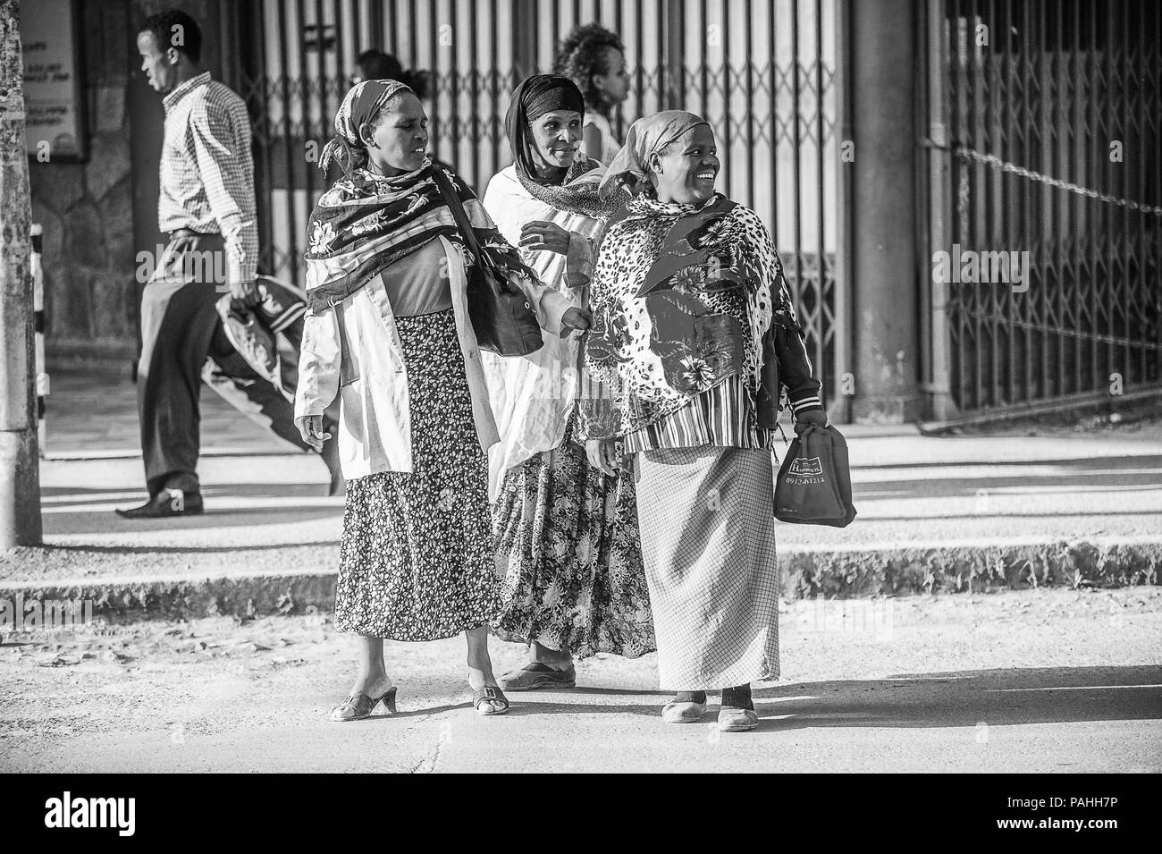 OMO, ETHIOPIA - SEPTEMBER 21, 2011: Unidentified Ethiopian women in the street. People in Ethiopia suffer of poverty due to the unstable situation - Stock Image