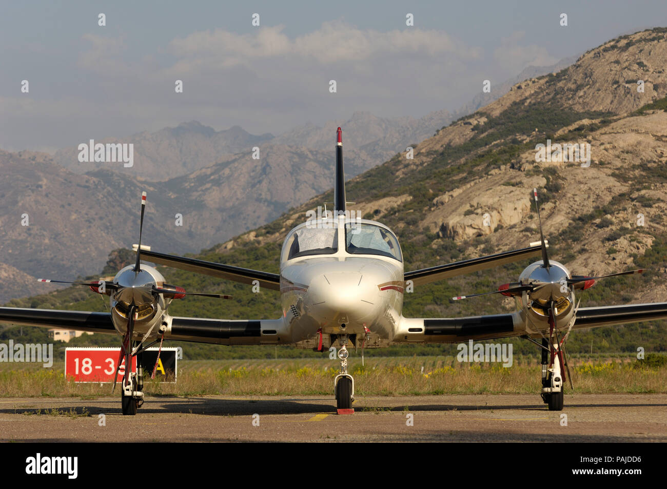 propellers, nosewheel undercarriage and windshield of a Cessna 425 Corsair/Conquest 1 parked Stock Photo