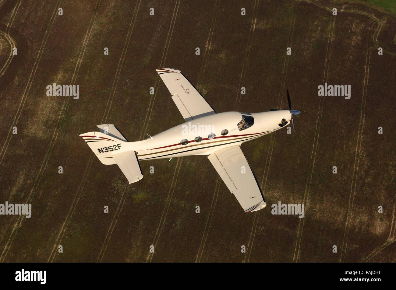 Farnborough F1 Kestrel prototype flying over fields Stock Photo