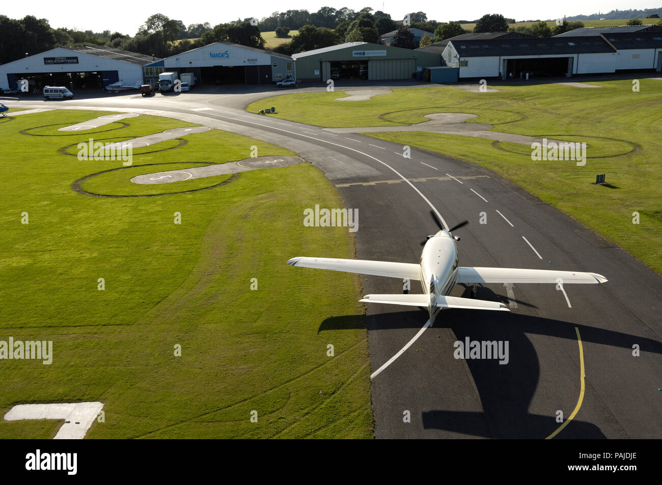 Farnborough F1 Kestrel taxiing with hangars behind Stock Photo