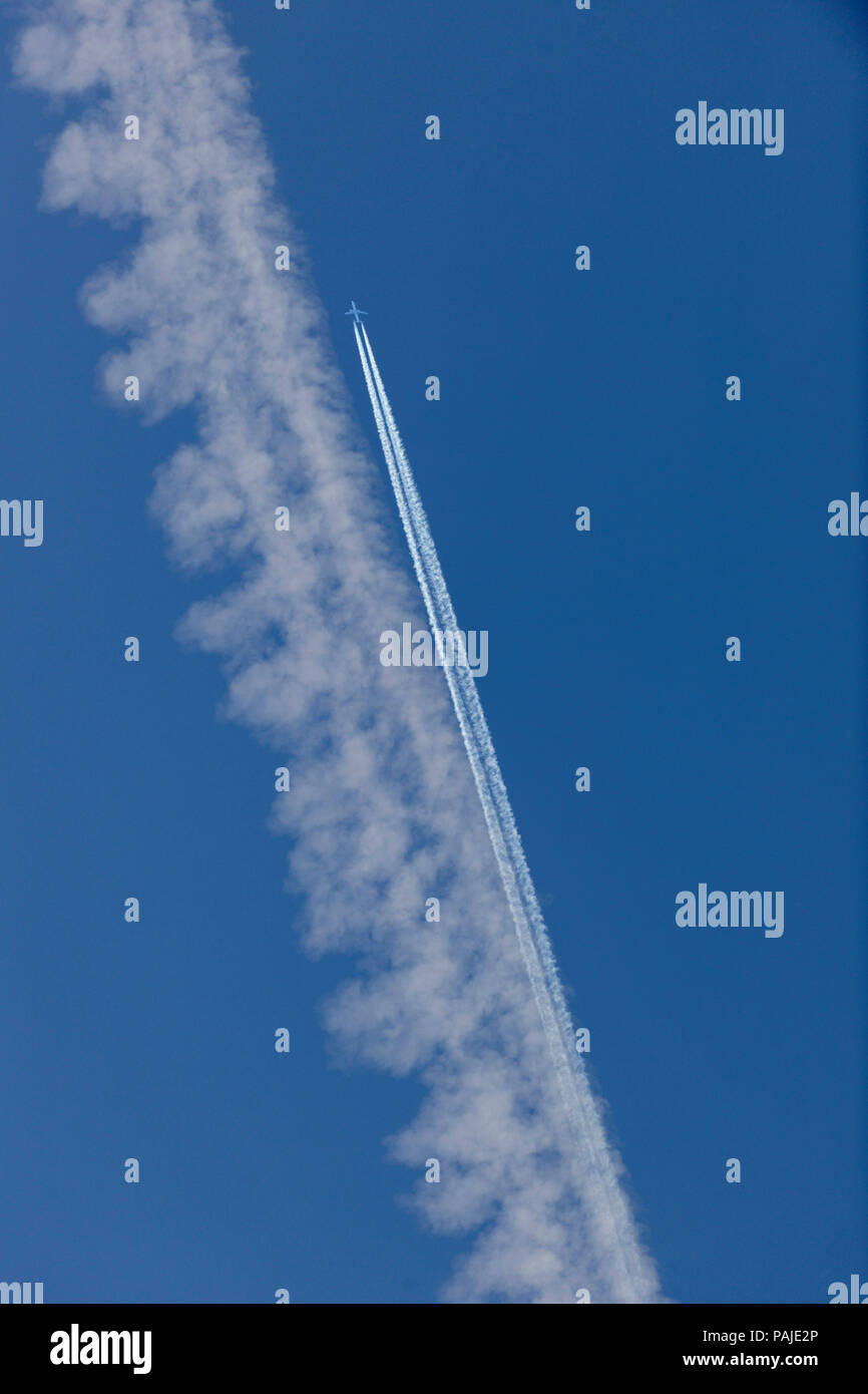 Air Canada Embraer 190 flying enroute and contrails Stock Photo
