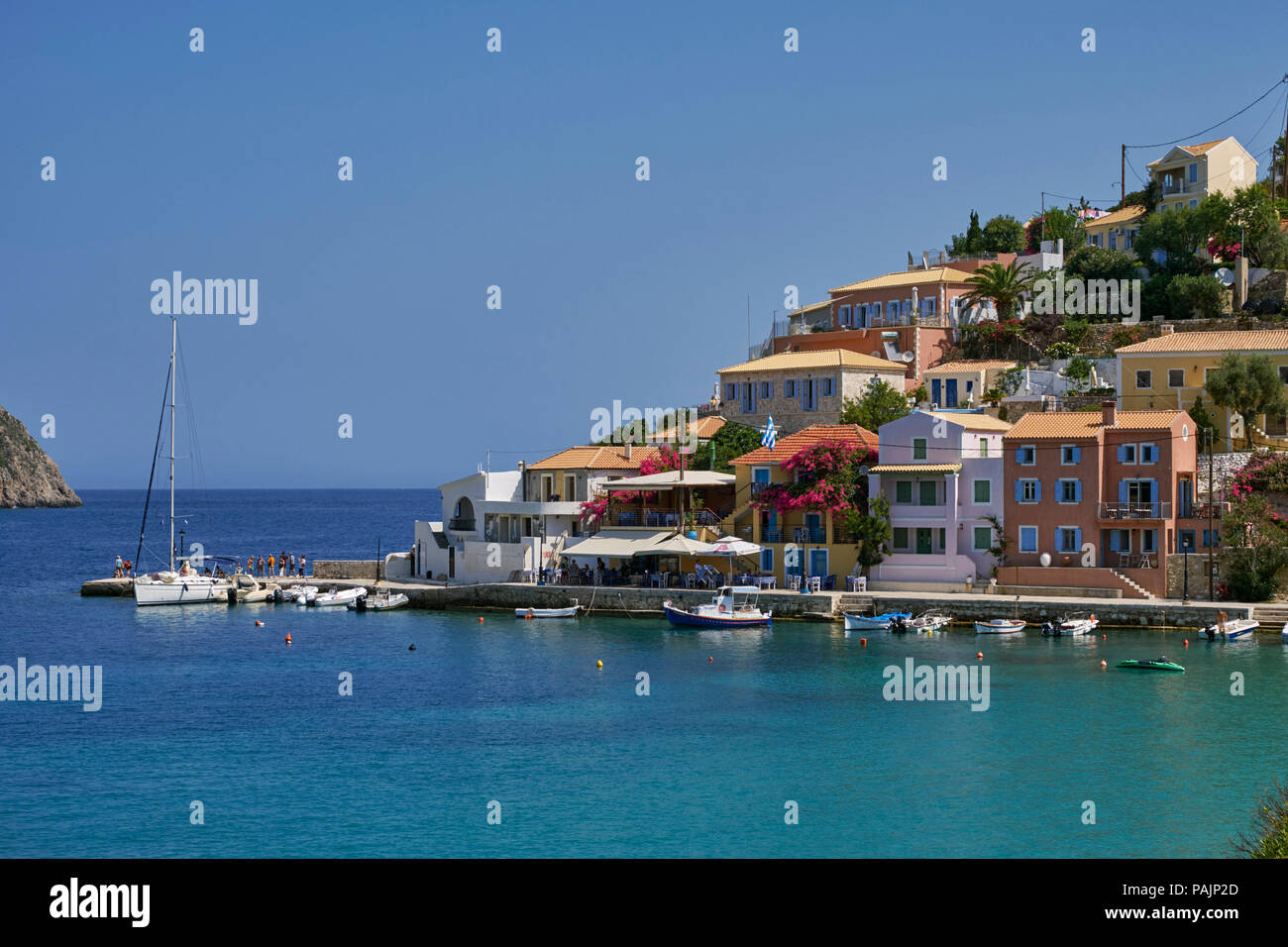 Village of Assos with houses and taverna overlooking its bay. Cephalonia, Ionian Islands, Greece. - Stock Image