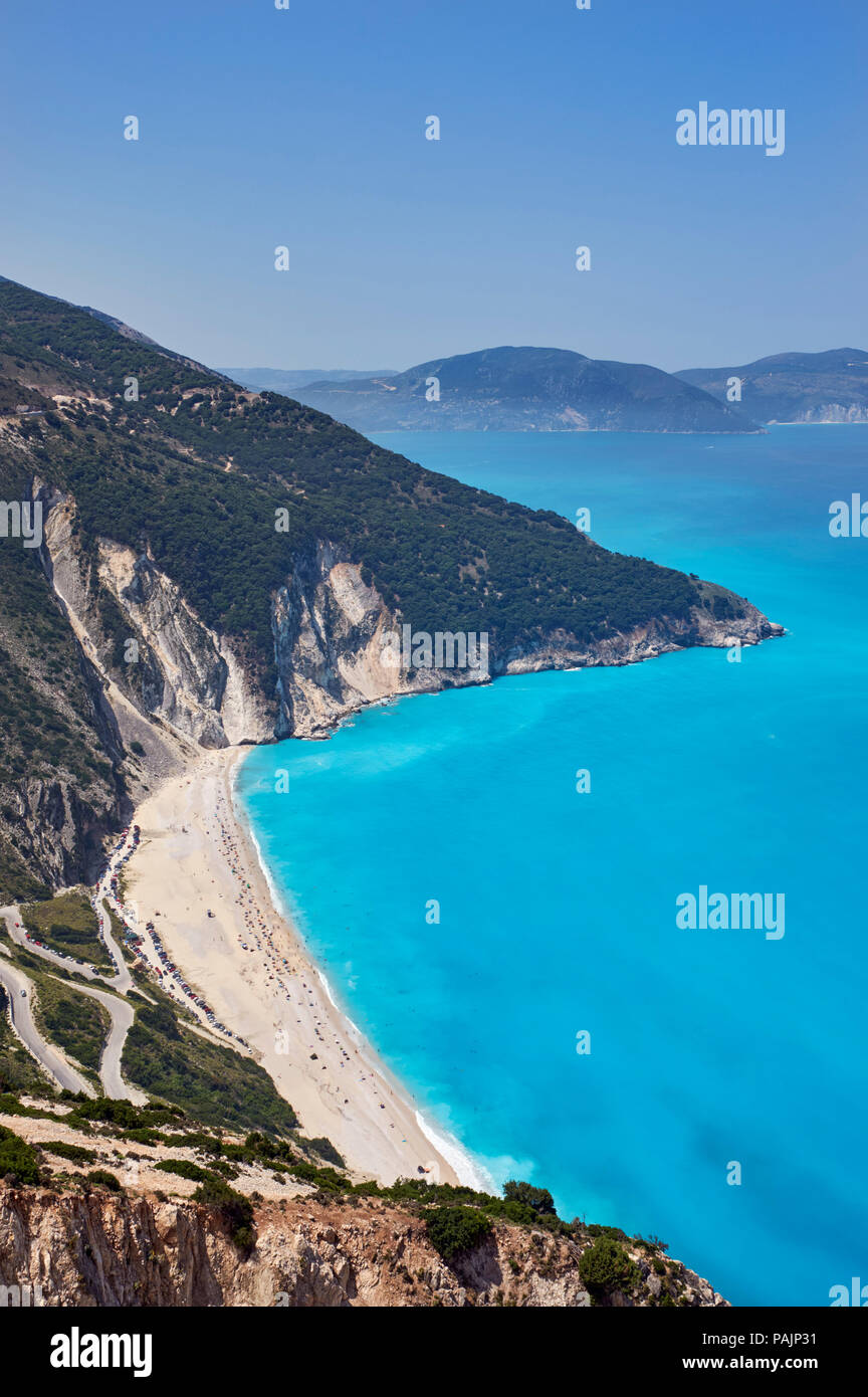 Myrtos Beach with the Paliki Peninsula across the Gulf of Myrtos.  Cephalonia, Ionian Islands, Greece. - Stock Image