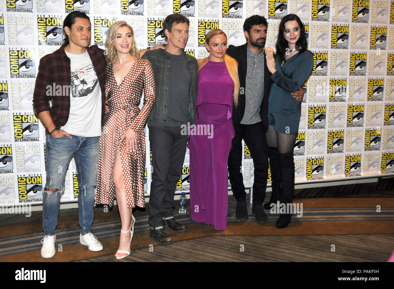 San Diego, USA. 21st July, 2018. Blair Redford, Skyler Samuels, Stephen Moyer, Natalie Alyn Lind, Sean Teale and Emma Dumont at the Photocall for the Fox TV series 'The Gifted' at the San Diego Comic-Con International 2018 at the Hilton Bayfront hotel. San Diego, 21.07.2018 | usage worldwide Credit: dpa/Alamy Live News - Stock Image