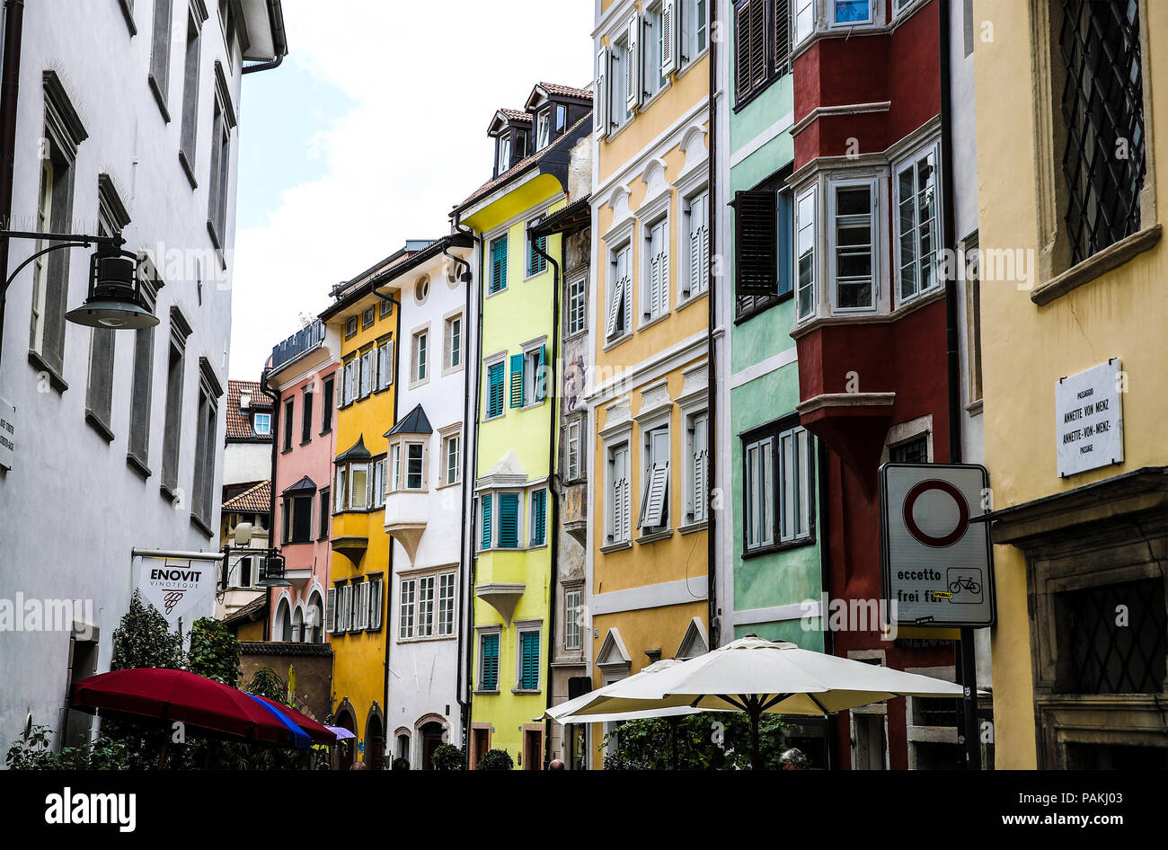 Bolzano. 23rd July, 2018. Photo taken on July 23, 2018 shows a view of the old Bolzano, north Italy. Bolzano is located in the Trentino-Alto Adige region. It was once a stop on the coach route between Italy and the flourishing Austro-Hungarian Empire. The city is blended with cultures. Thanks to the cool weather, Bolzano attracts lots of tourists during summer time. Credit: Jin Yu/Xinhua/Alamy Live News Stock Photo