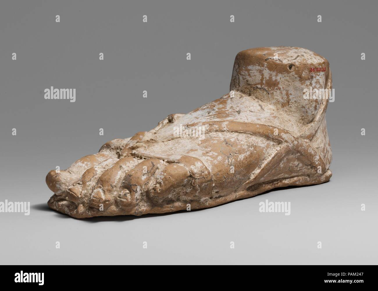 Terracotta left foot and ankle with sandal. Culture: Greek, South Italian. Dimensions: h. 3 1/16 in (7.8 cm); w. 7 1/16 in. (18 cm). Date: 2nd half of the 4th century B.C..  Left foot and ankle in a sandal. Museum: Metropolitan Museum of Art, New York, USA. - Stock Image