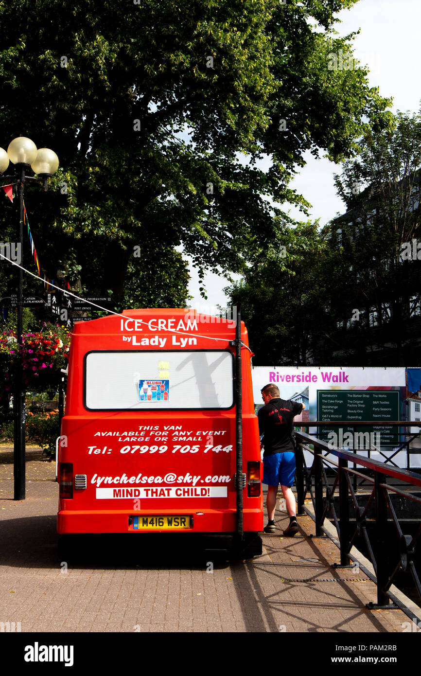 0d7bc4d127 Lady Lyn ice cream van positioned on Riverside Walk selling ices and drinks  - Stock Image