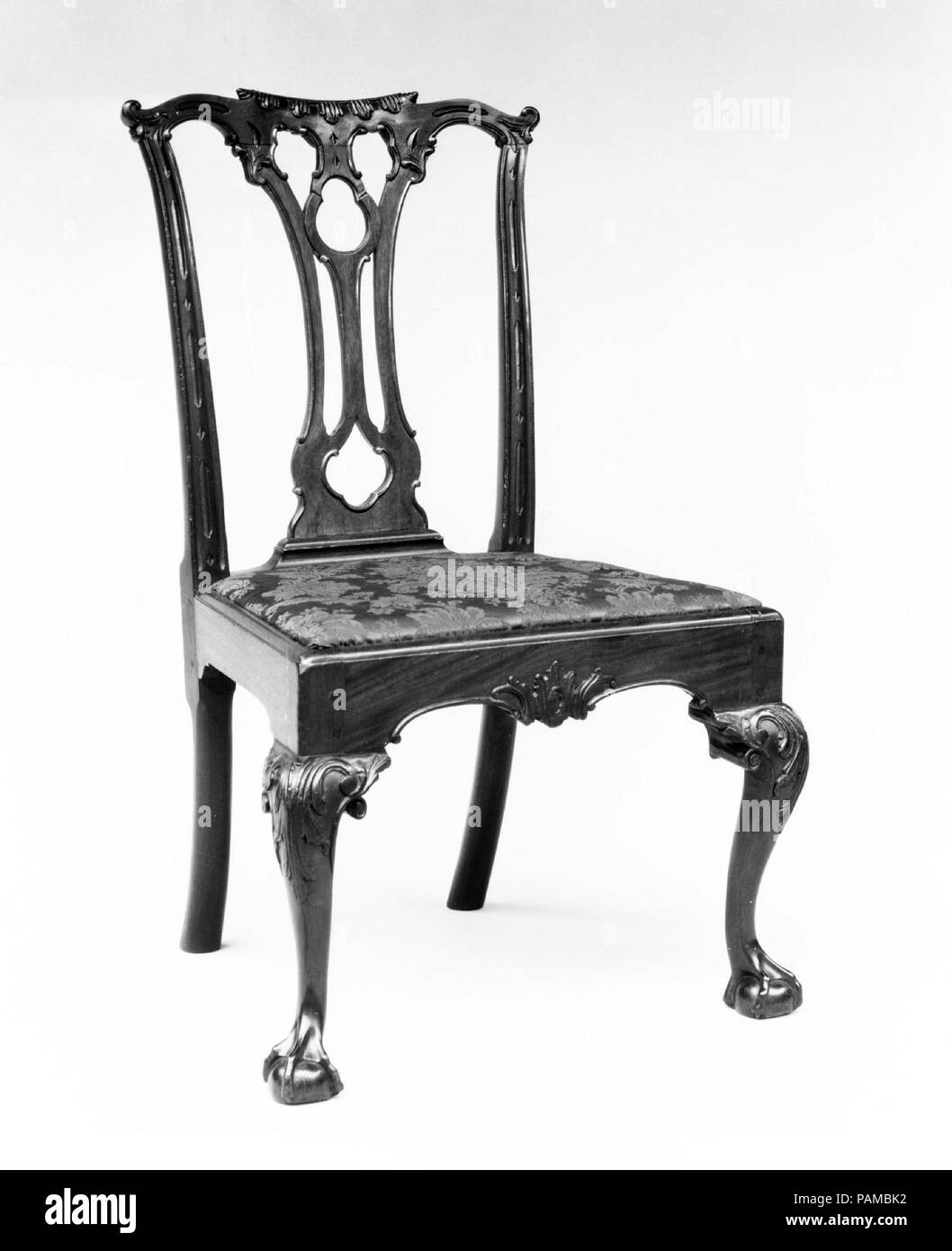 Side chair. Culture: American. Dimensions: 38 3/4 x 22 3/8 x 21 1/2 in. (98.4 x 56.8 x 54.6 cm). Date: 1760-90.  Chairs with trefoil-pierced splats enjoyed great popularity in Philadelphia. On the most richly embellished examples, such as this one, the stiles and crest rail are finely carved in alternating long and short lozenges. Museum: Metropolitan Museum of Art, New York, USA. Stock Photo