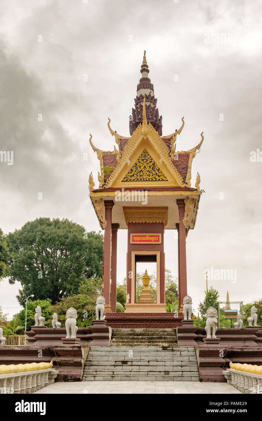 Building in great Buddhist temple Wat IntNhean called Wat Krom in Sihanoukville, also known as Kampong Som, Cambodia - Stock Image