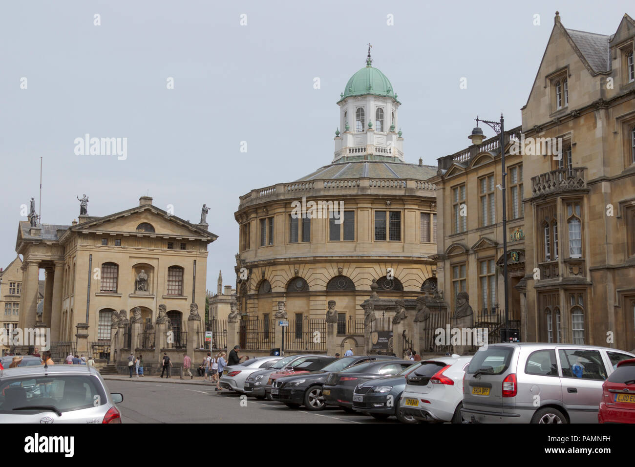 Oxford, Oxfordshire, UK. 23rd June 2018. UK Weather. Shoppers and Tourists enjoy the sunshine and shopping in picturesque Oxford. - Stock Image
