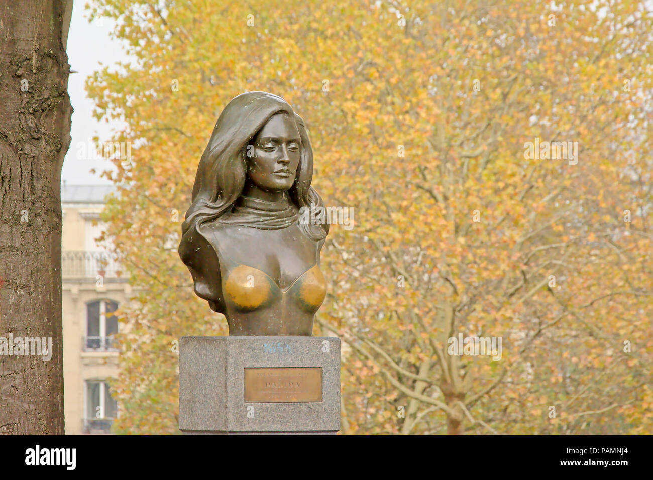 Brass bust of the famous French singer Dalida, found in Montmartre in Paris, selective focus - Stock Image