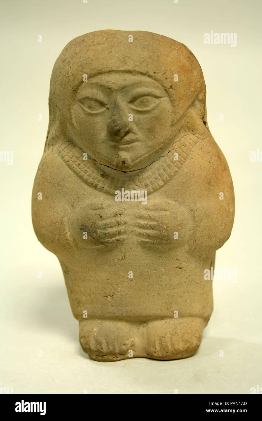 Standing Ceramic Figure. Culture: Moche. Dimensions: H x W: 6 1/4 x 4 1/4in. (15.9 x 10.8cm). Date: 3rd-5th century. Museum: Metropolitan Museum of Art, New York, USA. Stock Photo