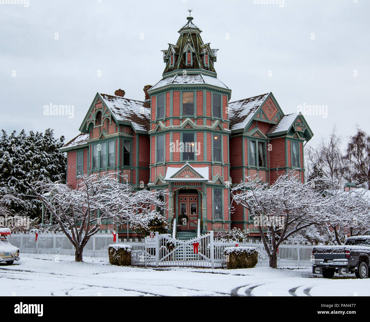 Port Townsend Starrett House, victorian house in winter snow. - Stock Image