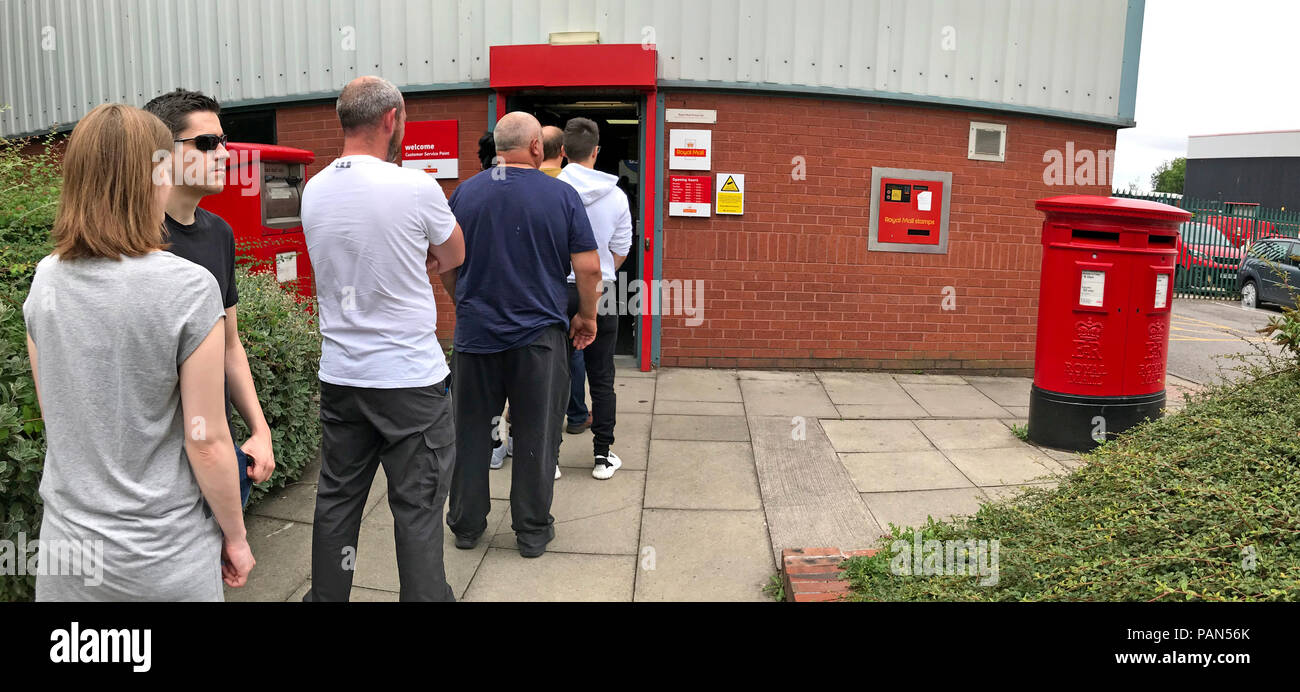 Que at a Royal Mail Sorting Office, Milner St , Warrington, Cheshire, North West England, UK - Stock Image
