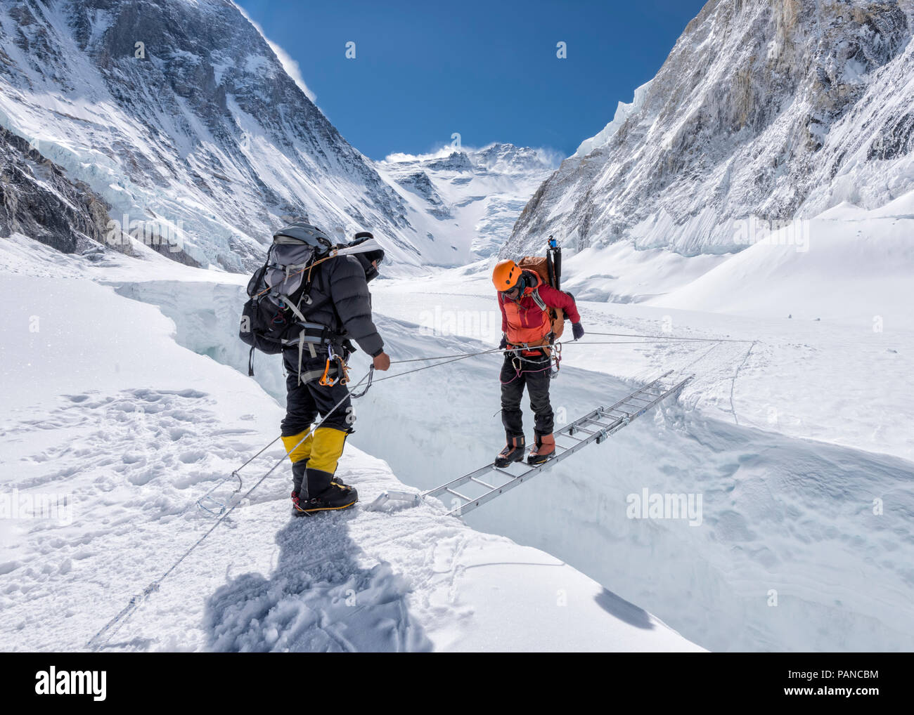 Nepal, Solo Khumbu, Everest, Sagamartha National Park, Mountaineers crossing icefall at Western Cwm - Stock Image