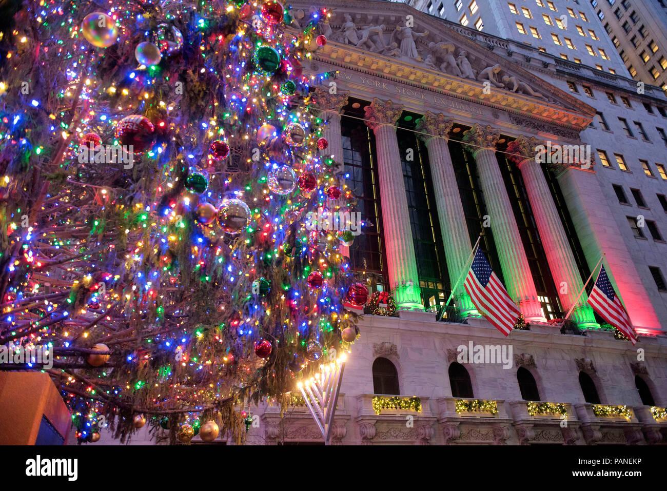 The Stock Exchange Building in Wall Street at Christmas time, Manhattan, New York City, USA, December 30, 2017    Photo © Fabio Mazzarella/Sintesi/Ala - Stock Image