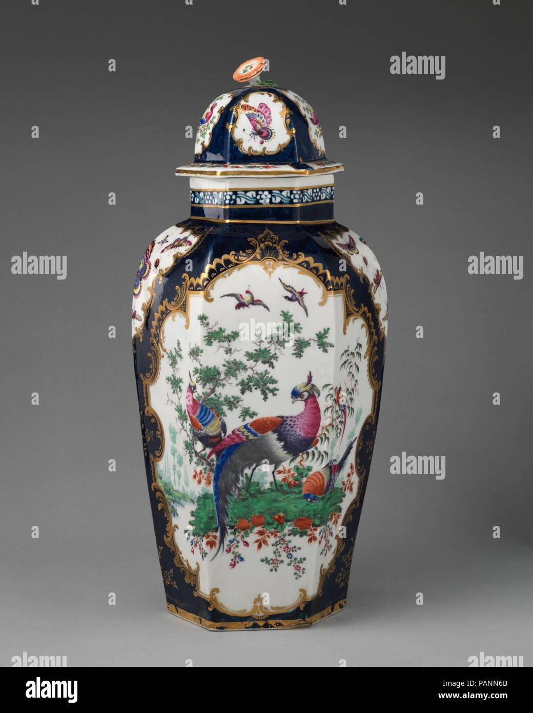 Vase with cover. Culture: British, Worcester. Dimensions: Height: 16 1/4 in. (41.3 cm). Factory: Worcester factory (British, 1751-2008). Date: ca. 1770-75. Museum: Metropolitan Museum of Art, New York, USA. Stock Photo