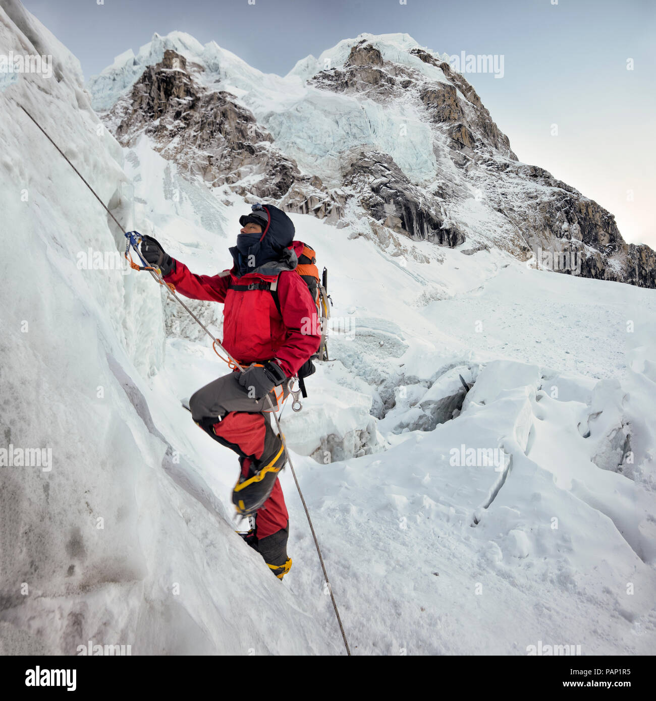 Nepal, Solo Khumbu, Everest, Sagamartha National Park, Mountaineer climbing icefall - Stock Image