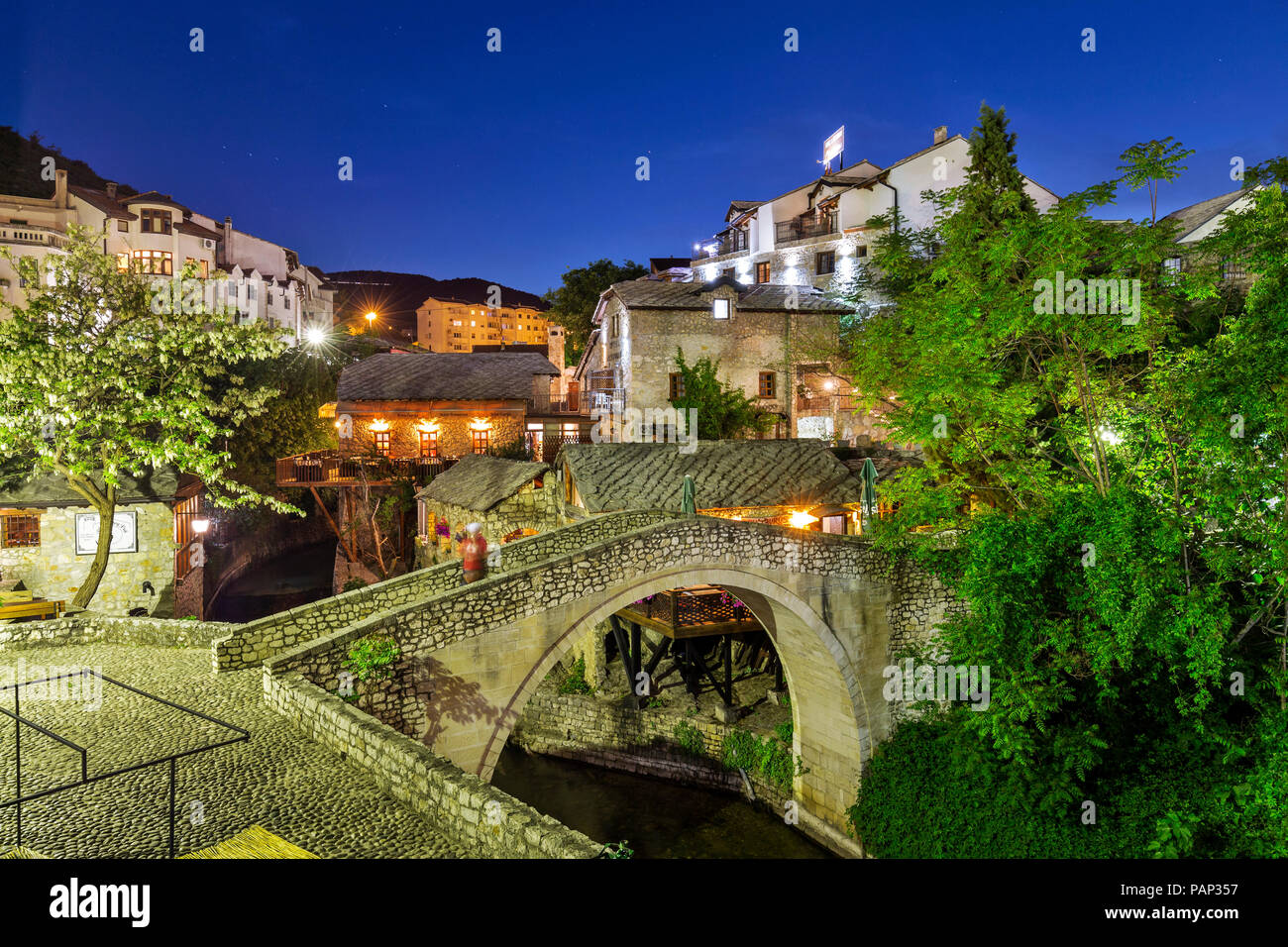 Bosnia-Herzegovina, Mostar, old town, bridge at blue hour - Stock Image