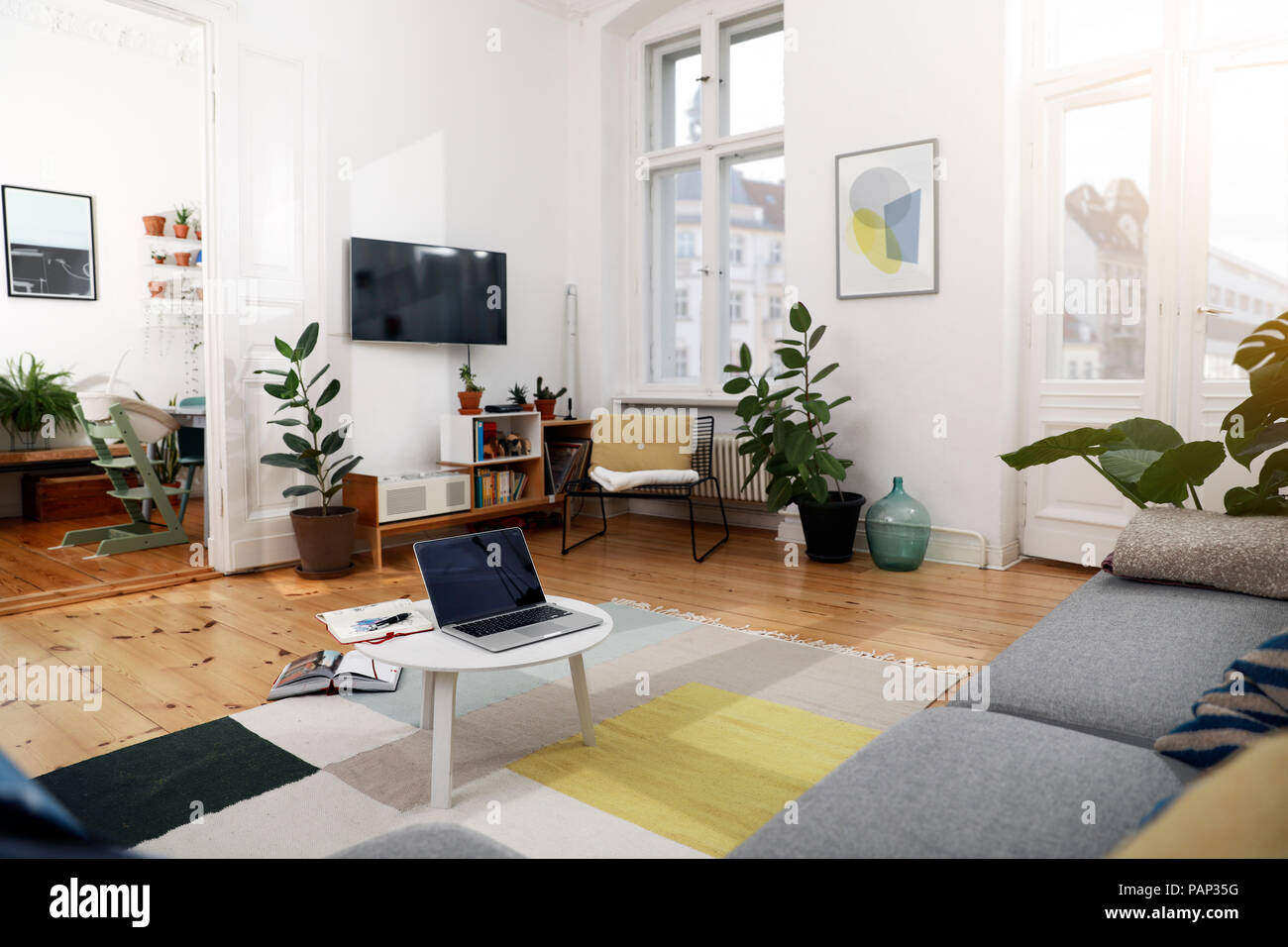 Laptop on a coffee table in a modernly furnished flat - Stock Image