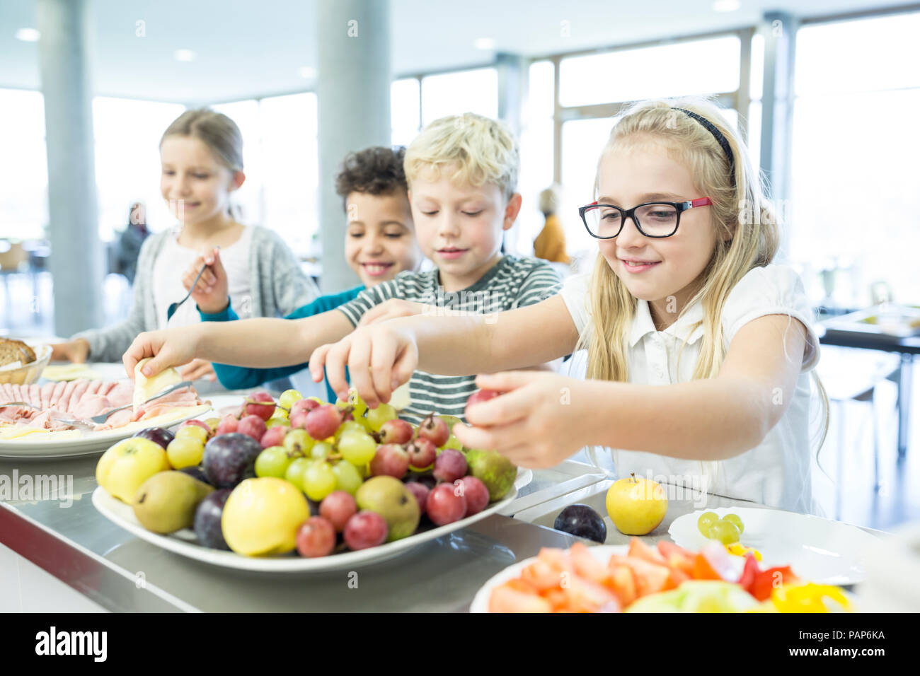 Pupils at counter in school canteen - Stock Image