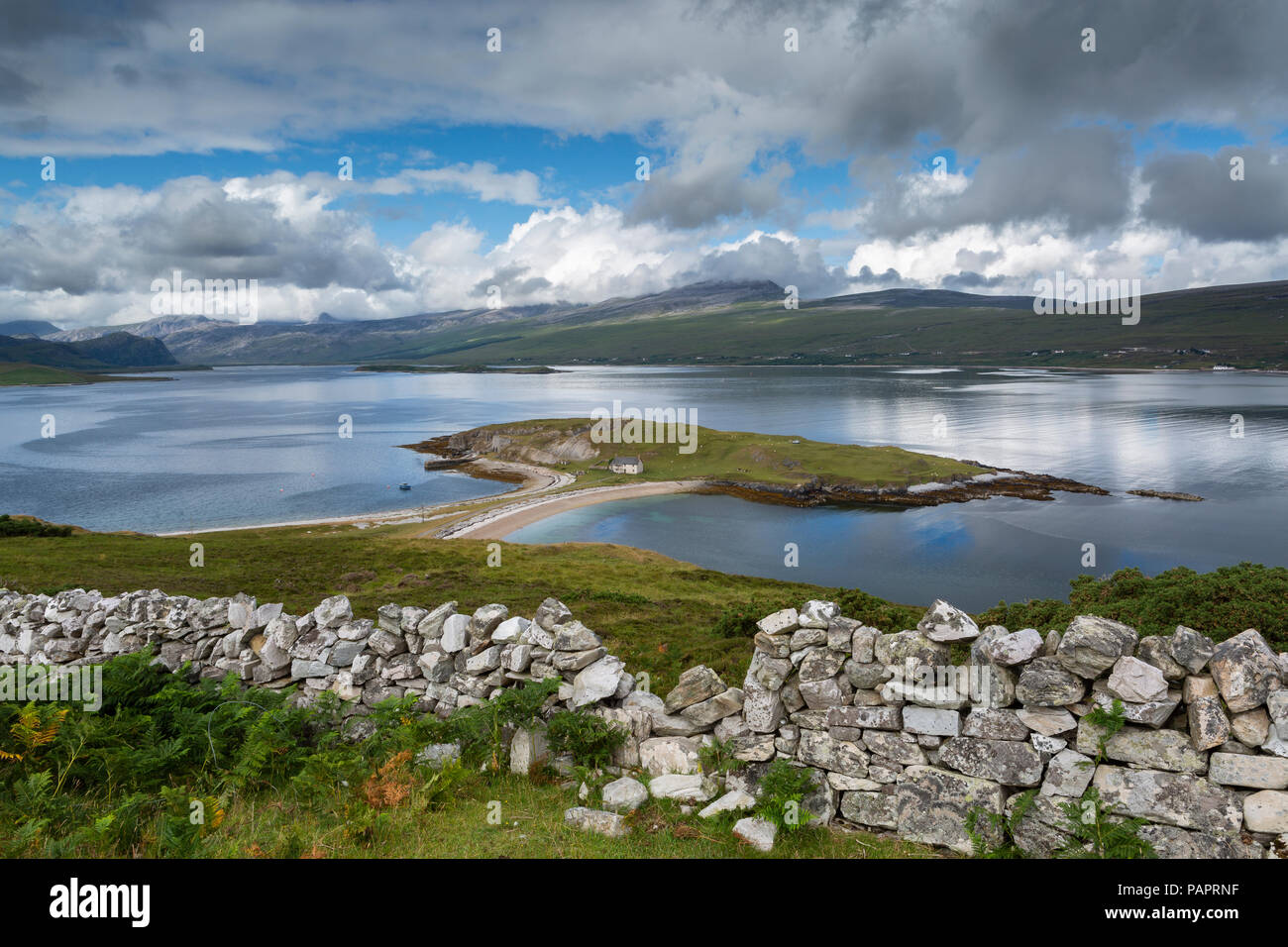 Ard Neackie, Loch Eriboll, Sutherland, Scotland. The land feature is joined to the mainland by a tombolo of sand and shingle - Stock Image