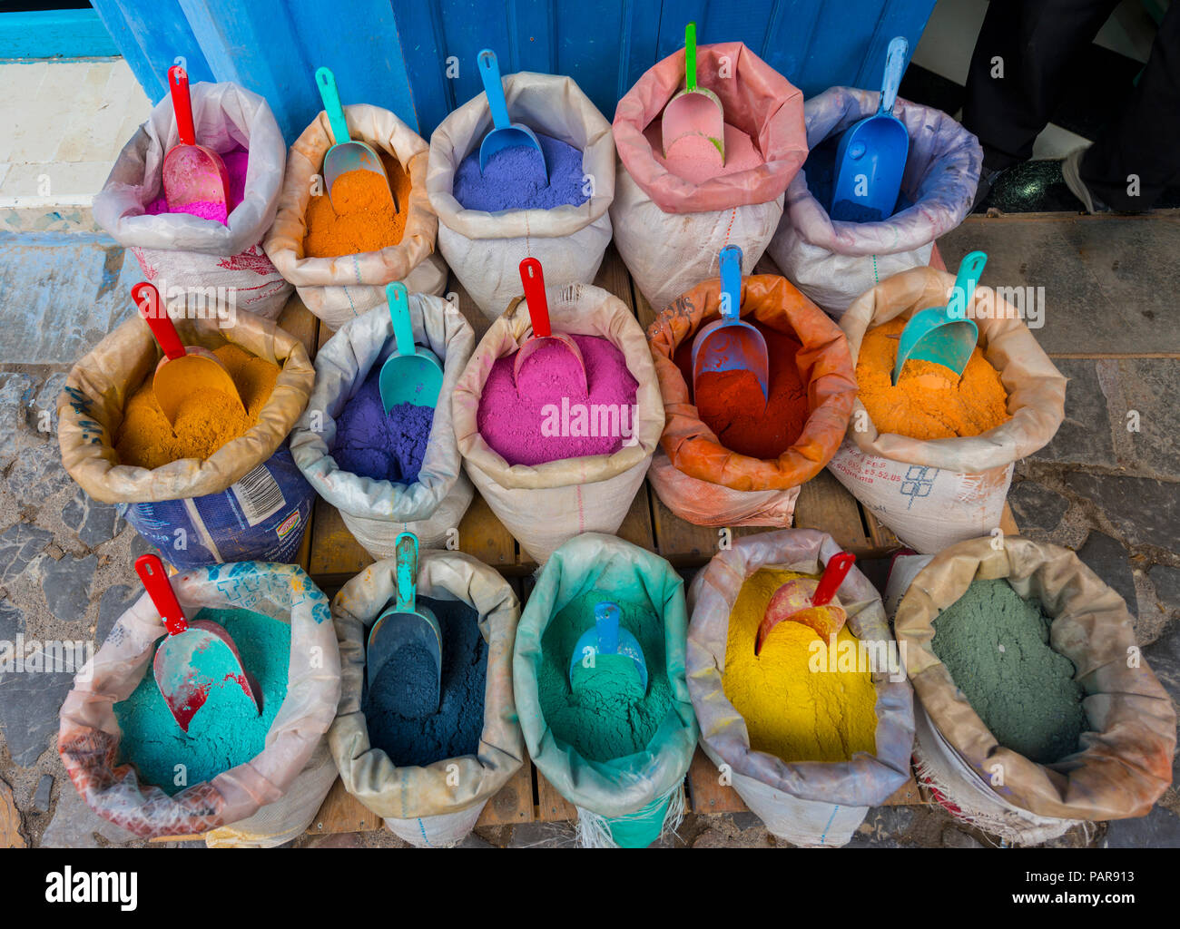 Sales stand with many bright colors, medina of Chefchaouen, Chaouen, Tanger-Tétouan, Morocco - Stock Image