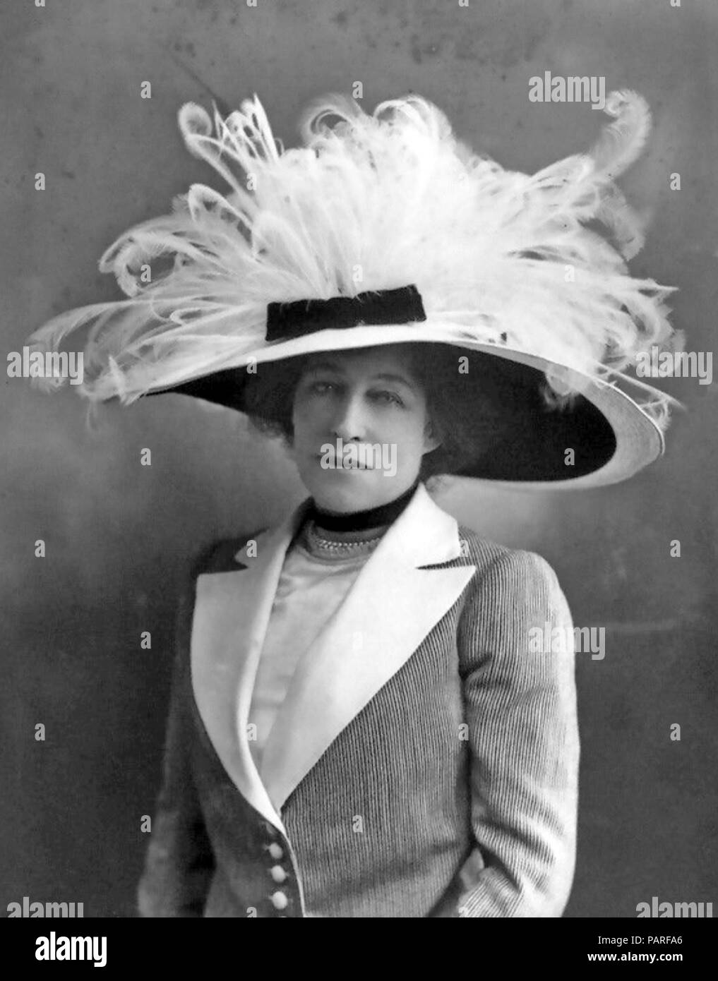 FEATHERED HAT - bird feathers were fashionable in late Victorian/Edwardian society a style opposed by founder members of the RSPB - Stock Image