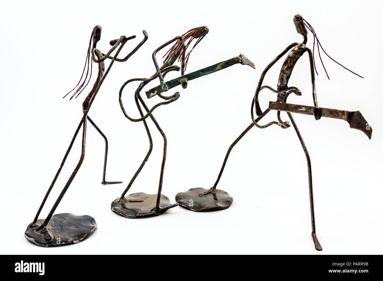 Figures of music performers made with welded black metal wire. Band made of two guitarists and singer is singing. Living lines - Stock Image