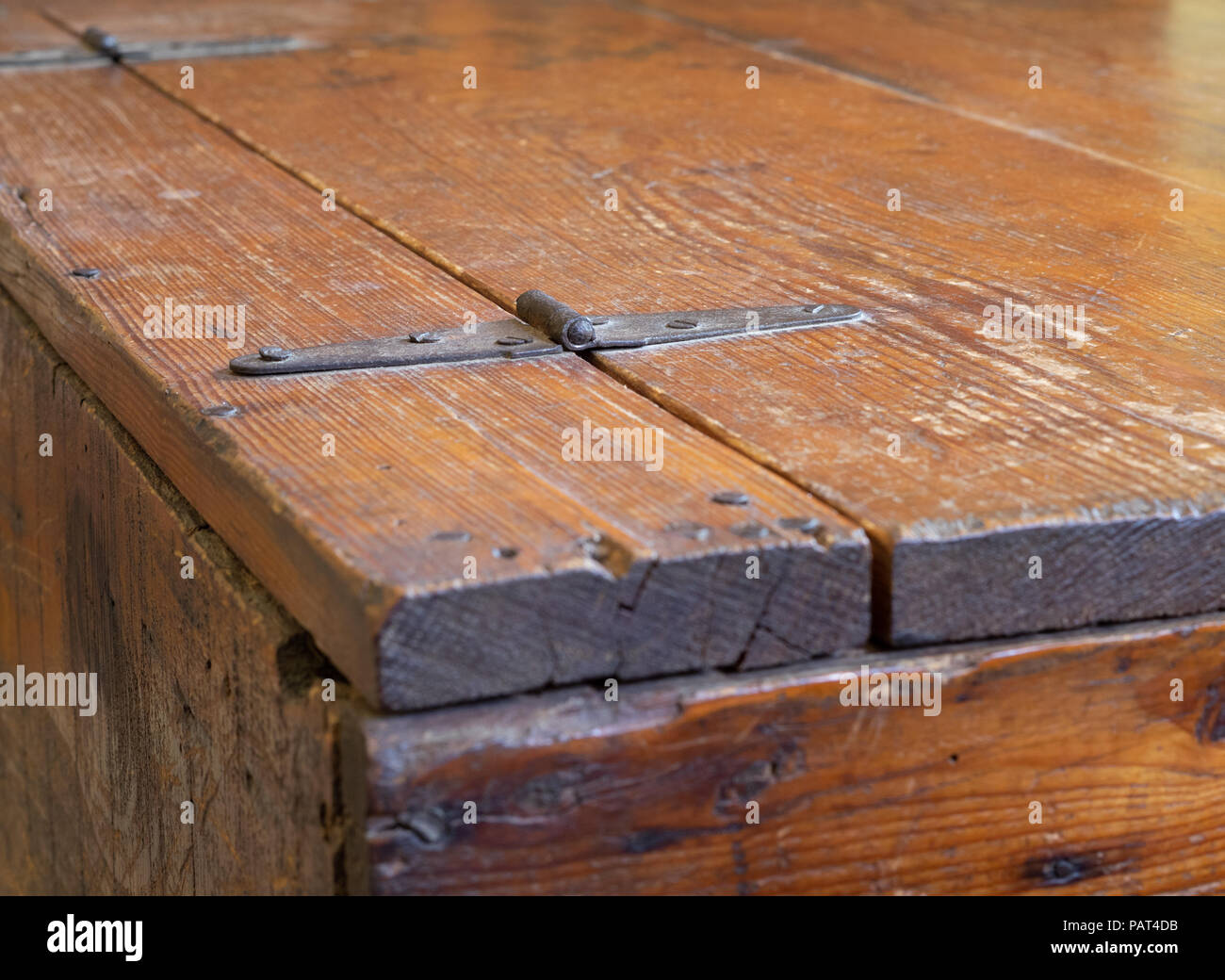 Vintage Rustic Antique Wooden Book Crate Table with Metal Hinges - Stock Image